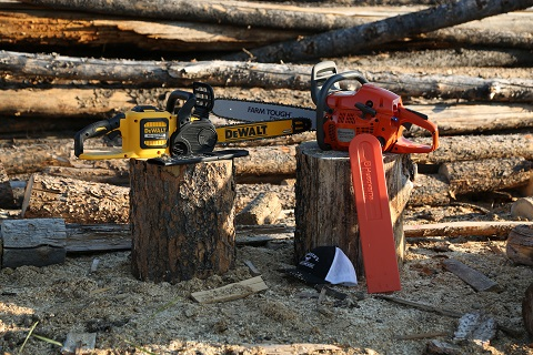 How to Choose? Battery vs. Gas Powered Chainsaws